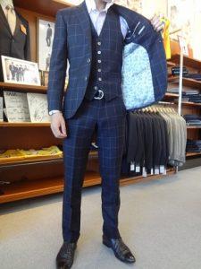 スーツを買った時の共布は取っておくべき?クリーニング屋の見解