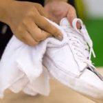 【プロが解説!】白スニーカーの黒ずみ汚れが真っ白に!?家庭でできる簡単クリーニング術
