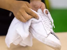 白スニーカー スニーカー クリーニング 汚れ 黒ずみ シミ 簡単 自宅 家庭