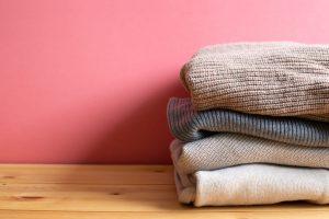 毛玉取りはクリーニングに出すほうがいい?料金や予防策、取り方について解説