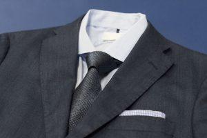 スーツのクリーニング頻度は? 料金や出し方、普段のケアも紹介