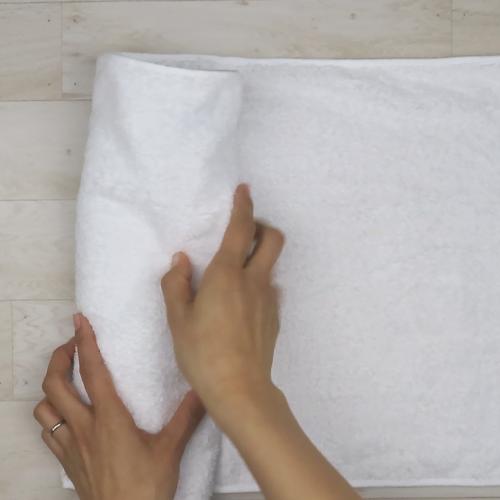 スリッパにタオルを巻きつけます。