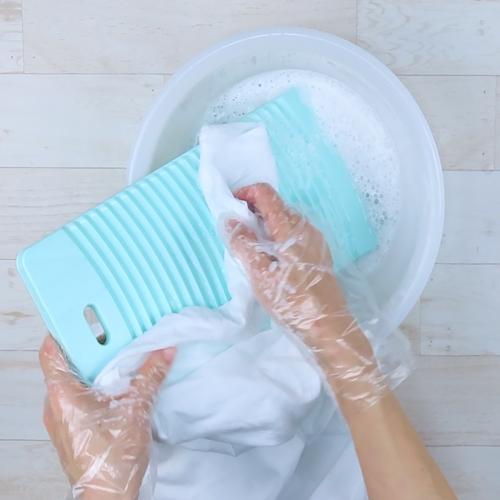 洗濯板も併用して洗っていきます。