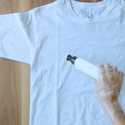 シミに食器用洗剤を塗ります。