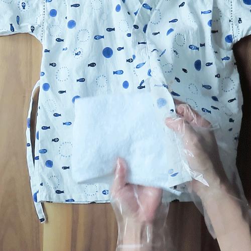 汚れている部分の下に折りたたんだタオルを敷きましょう。