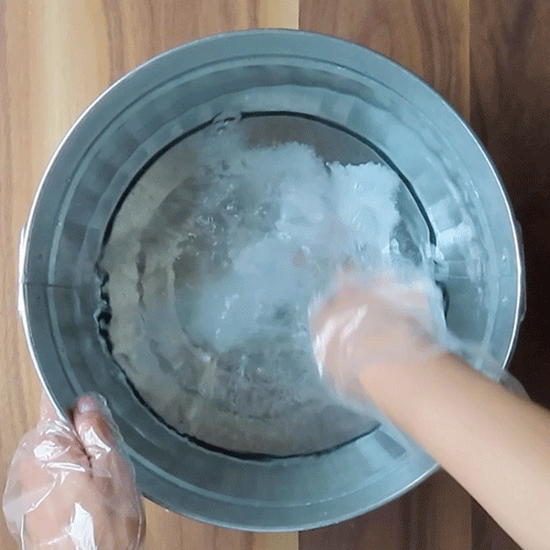つけ置き用液を作ります。