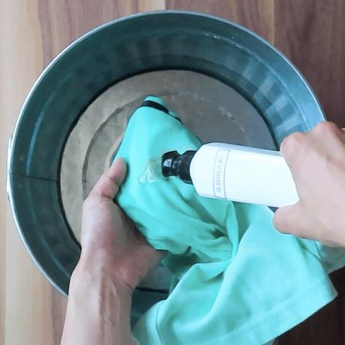 食器用洗剤で洗います。