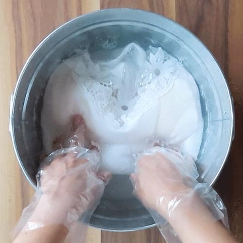 レースキャミソールを洗います。