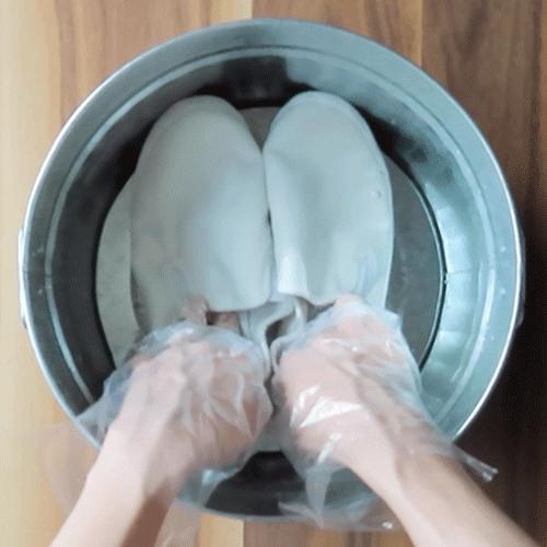 つけ置き用液に、2時間つけ置きします。