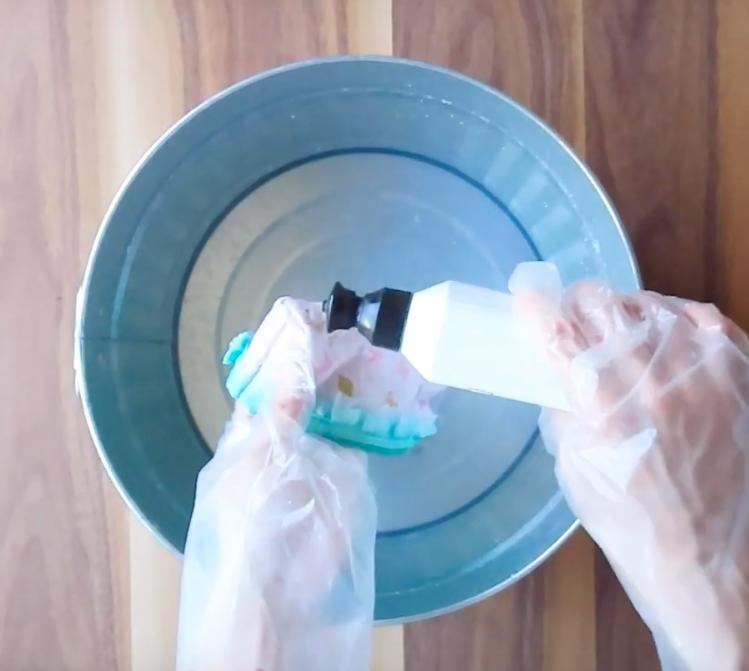 食器用洗剤で更に洗います。