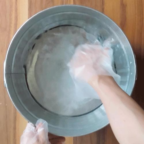 つけ置き液を作ります。