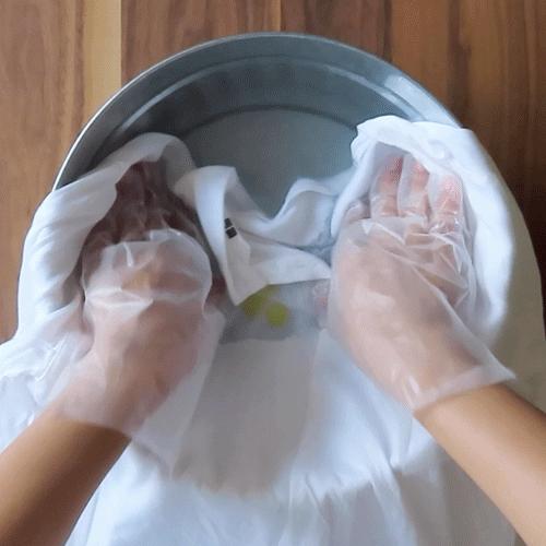 揉み洗います。