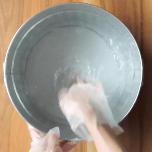 洗濯液をつくります。