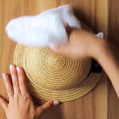 濡れタオルで拭き取ります。