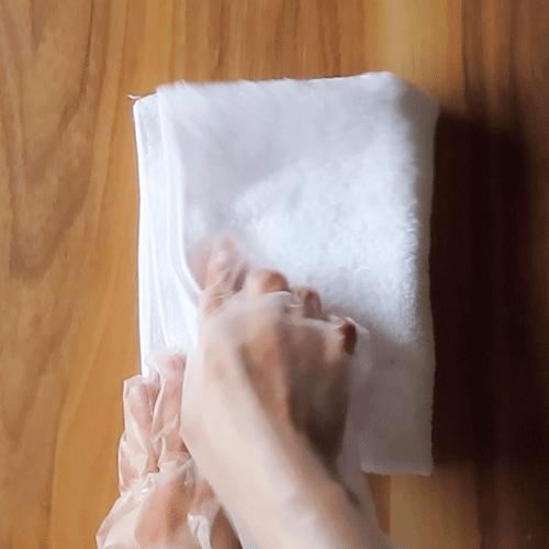 タオルで水気を拭きとります。